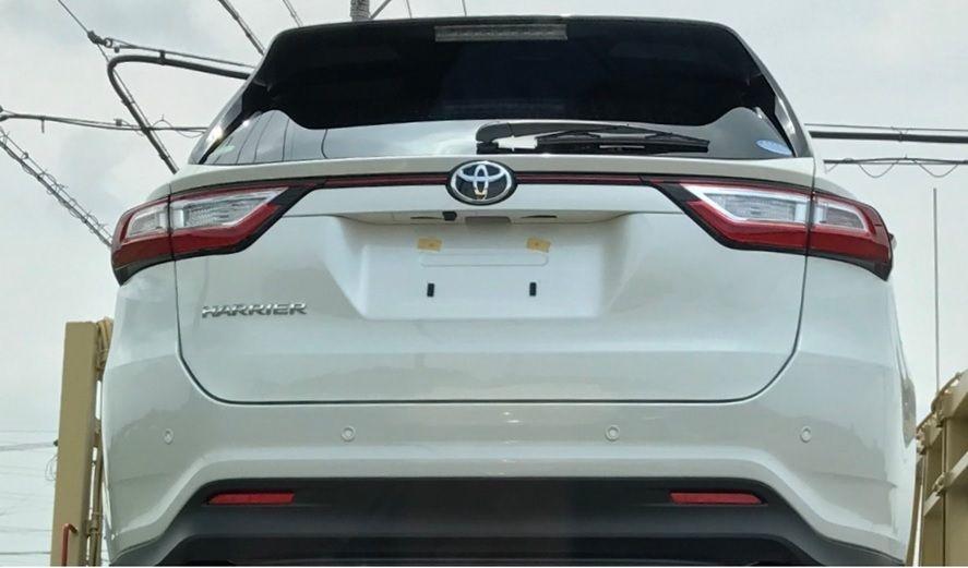 2017 Toyota Harrier rear spy shot