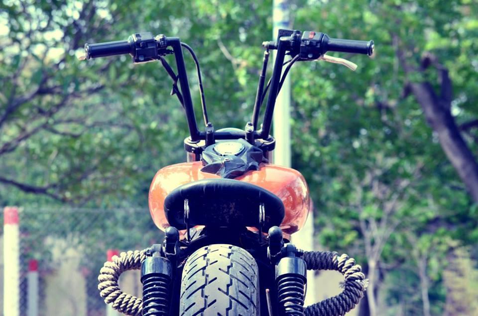 Bajaj Avenger 220 Bobber by Ornithopter Moto House handlebar