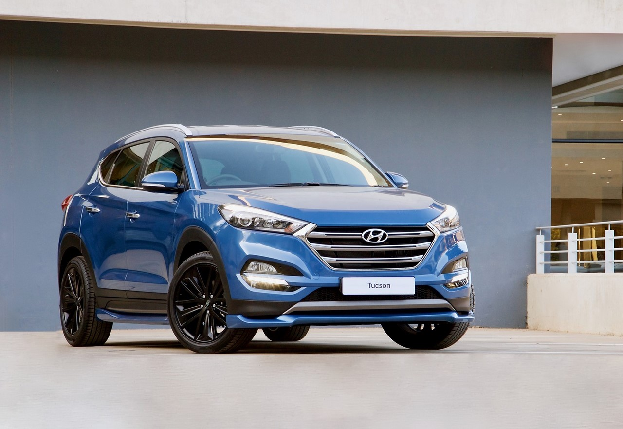 Hyundai Tucson Sport front three quarters blue