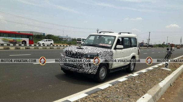 front spyshot of the 2017 Mahindra Scorpio (facelift)