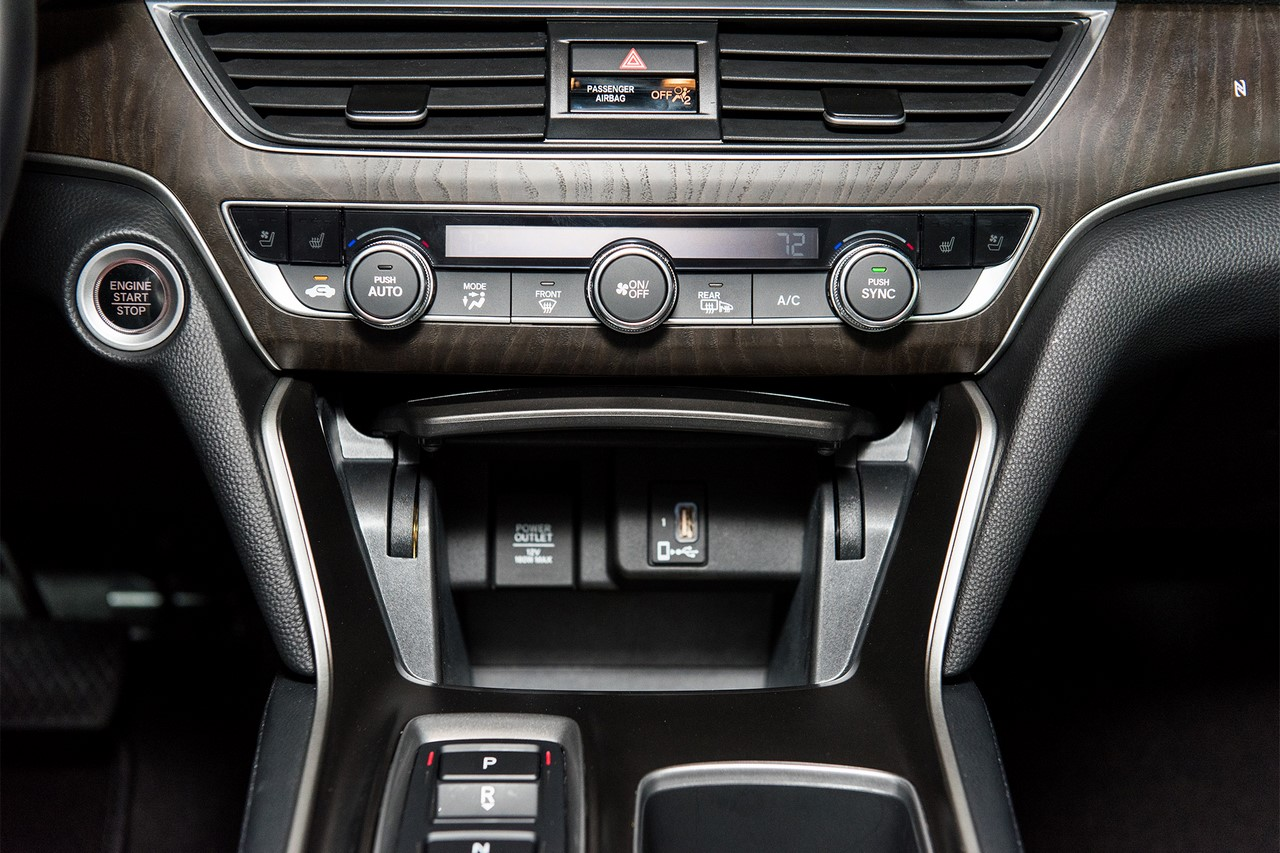 2018 Honda Accord 2.0T Touring lower centre console
