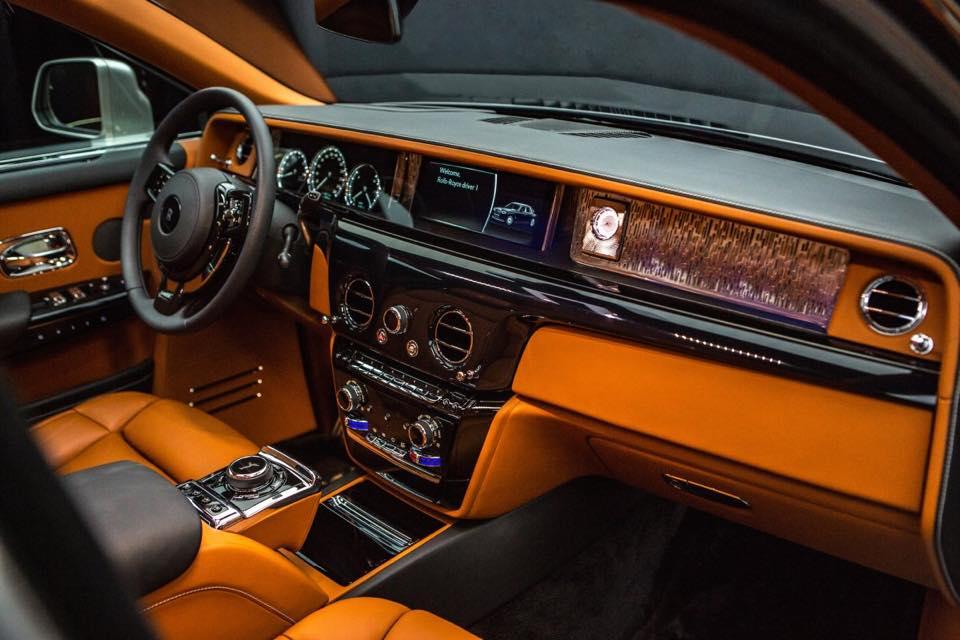 2018 Rolls-Royce Phantom dashboard side view