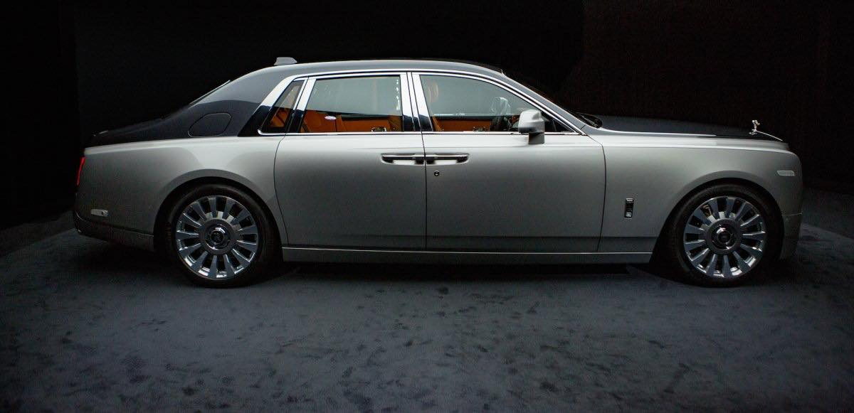 2018 Rolls-Royce Phantom profile