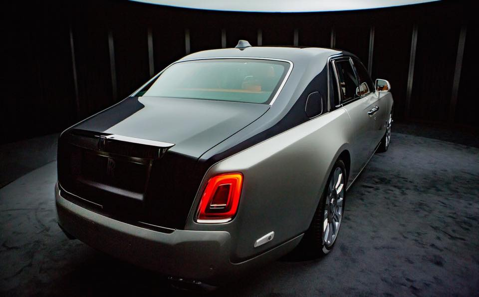 2018 Rolls-Royce Phantom rear three quarters