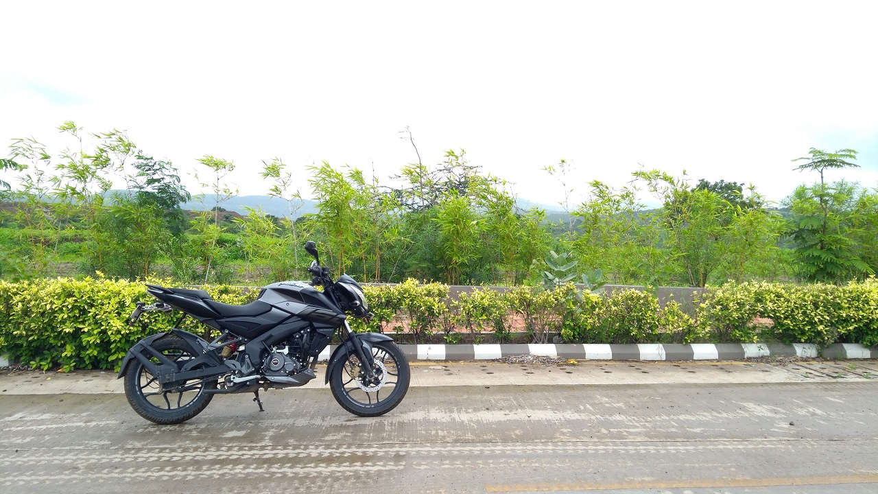 Bajaj Pulsar NS 160 Side