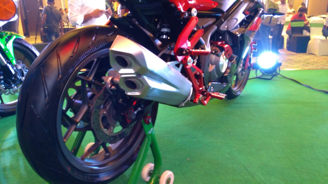 DSK Benelli 302R exhaust