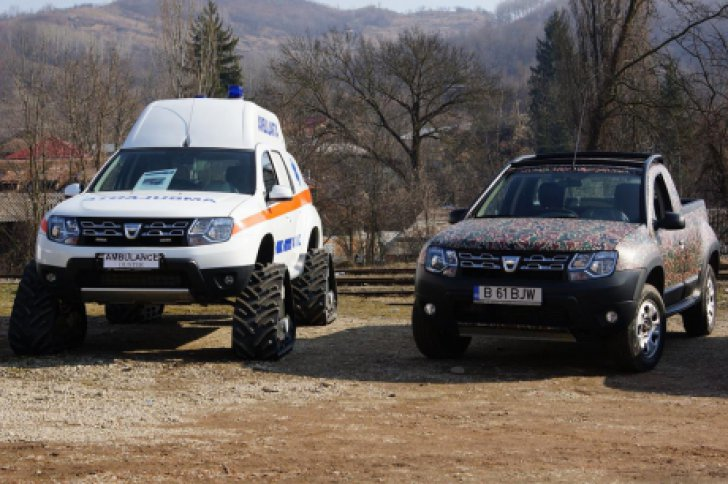 Renault Duster Ambulance front with caterpillar tracks