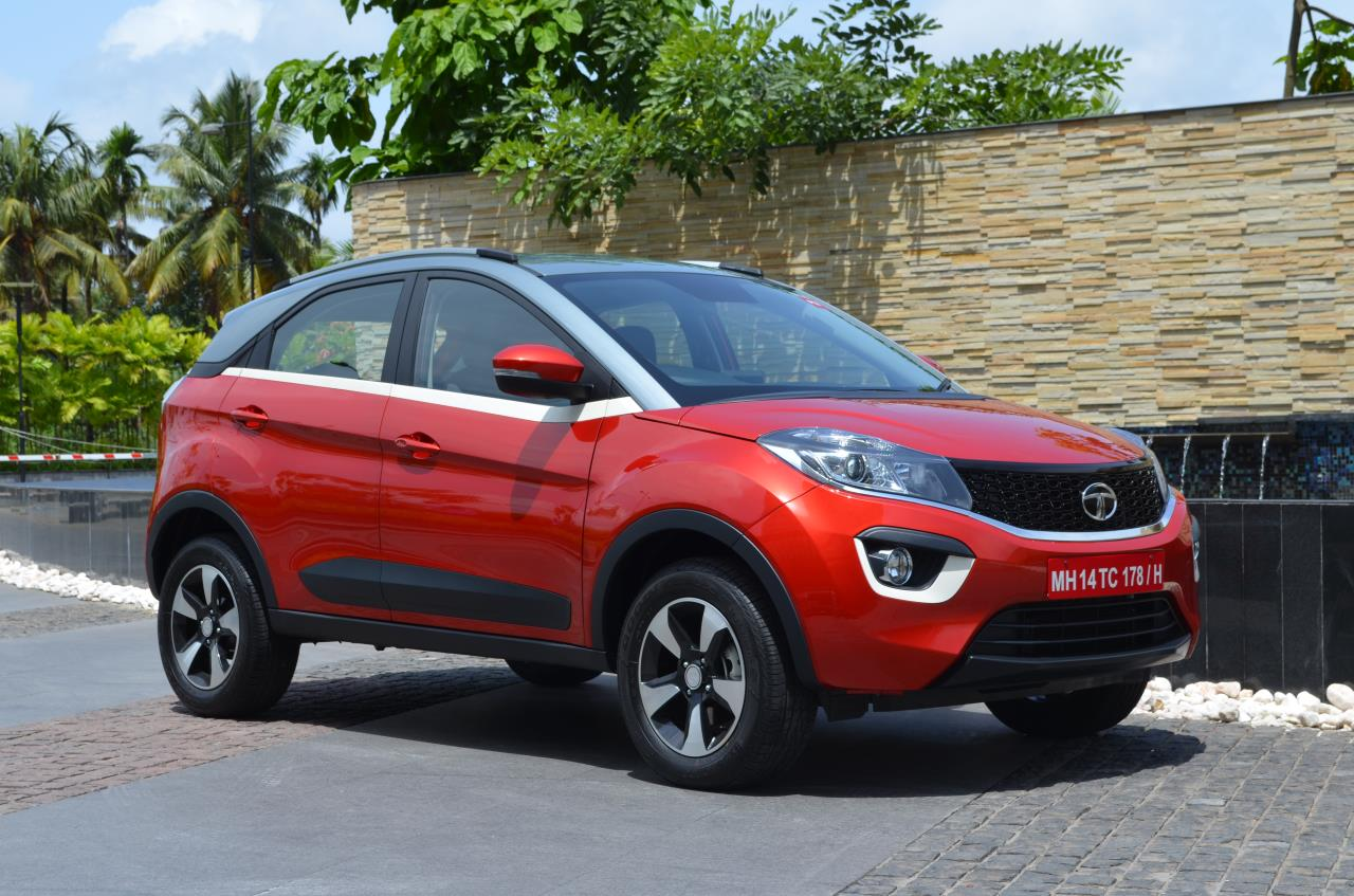 Tata Nexon Xz Vermont Red Dual Tone Colour