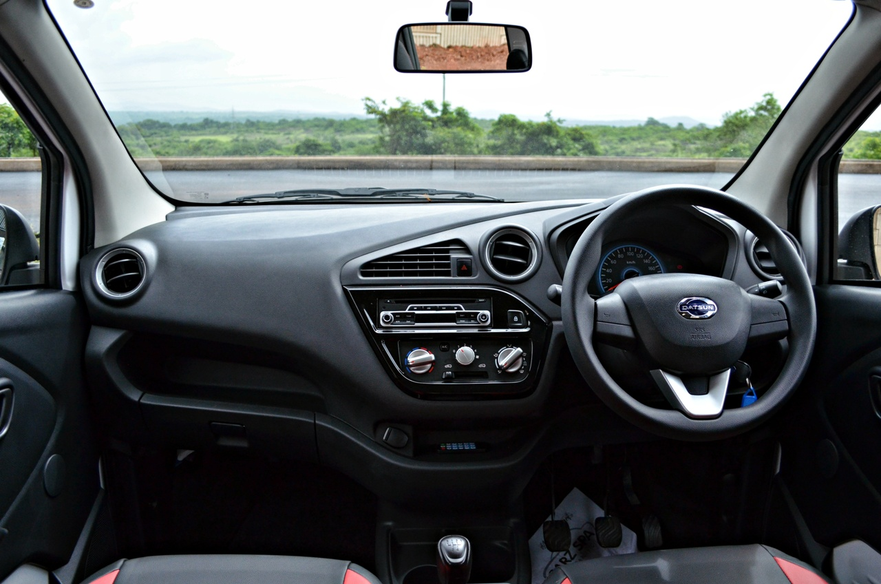 Datsun redi-GO 1.0 Review dashboard