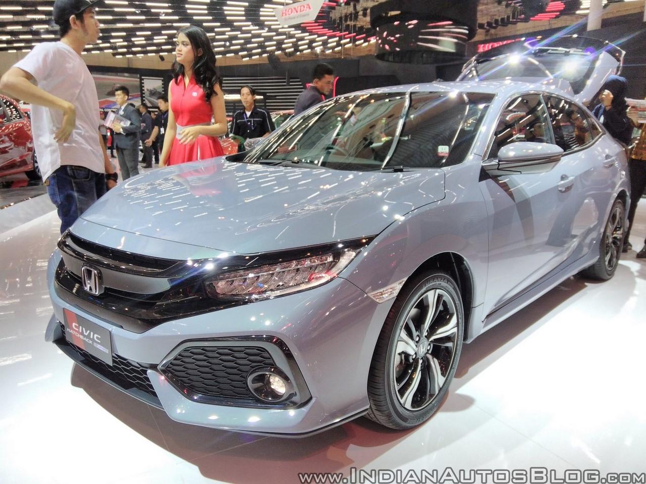 Honda Civic Hatchback front three quarters at GIIAS 2017