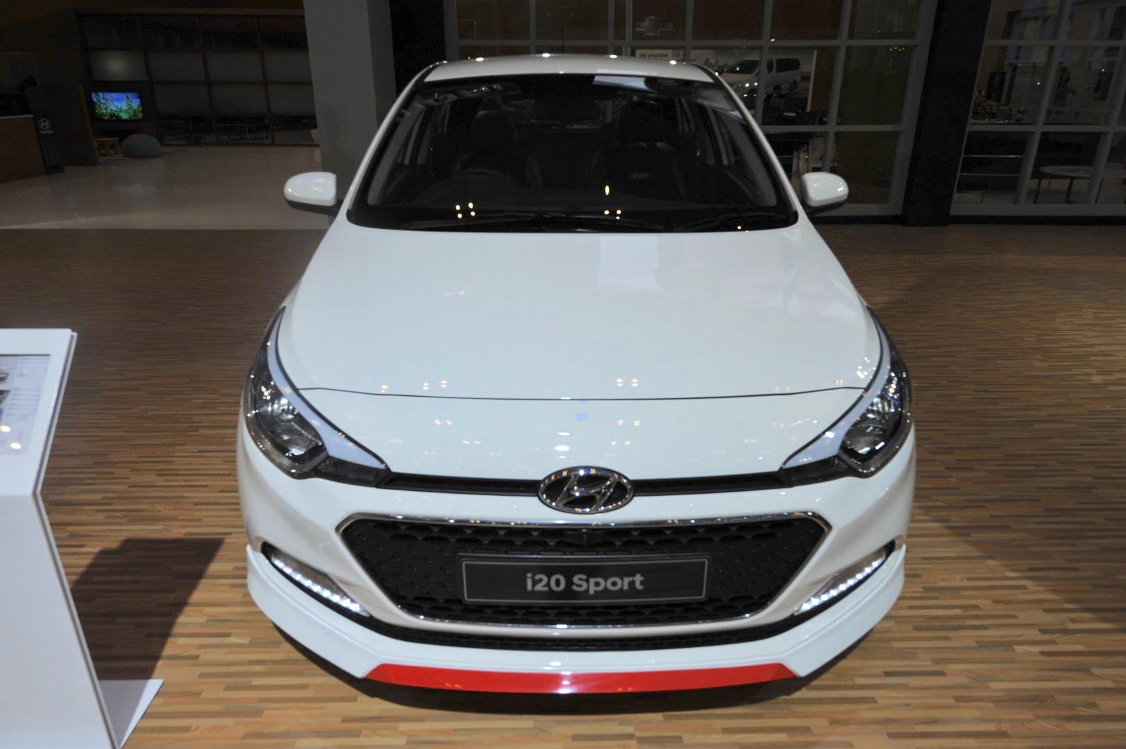 hyundai i20 sport front at the giias 2017 indian autos blog. Black Bedroom Furniture Sets. Home Design Ideas