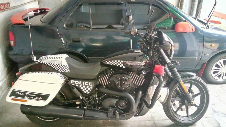 Kolkata Police Harley Davidson Street 750 right side