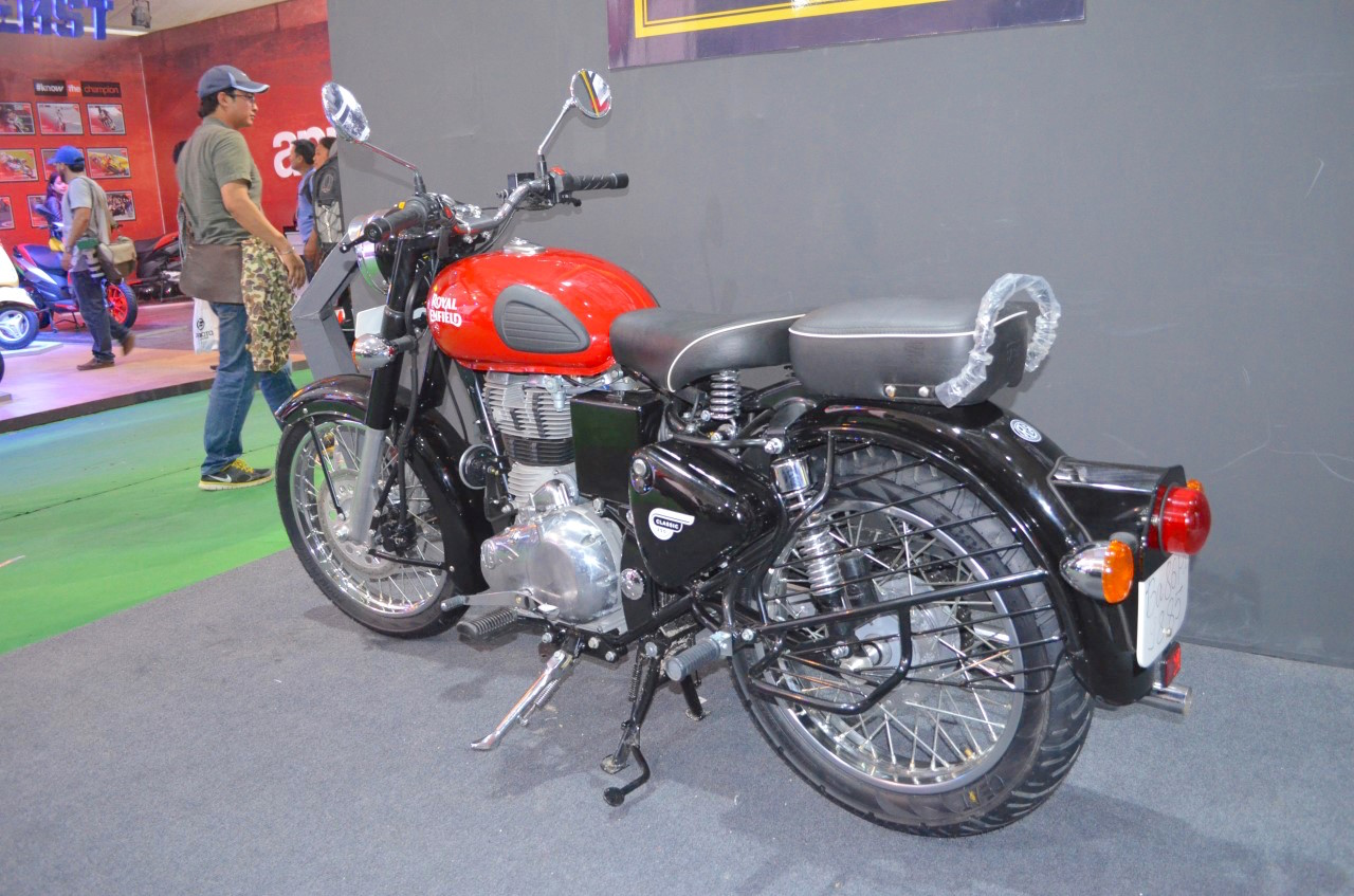 royal enfield classic 350 red colour images hobbiesxstyle. Black Bedroom Furniture Sets. Home Design Ideas