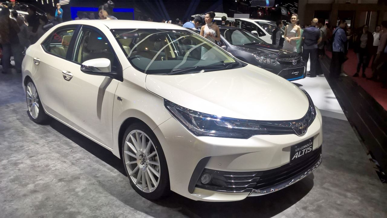 toyota corolla altis special edition at giias 2017 right front three quarters. Black Bedroom Furniture Sets. Home Design Ideas