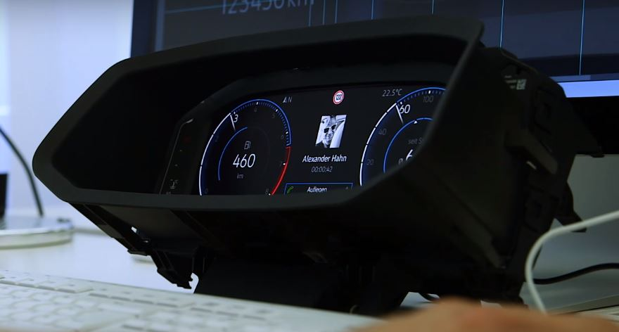 VW T-Roc instrument cluster side view