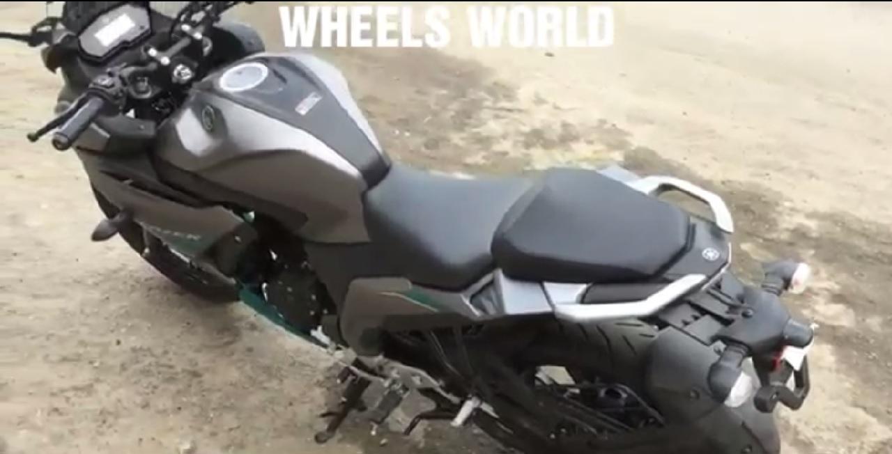 Yamaha Fazer 250 spied walkaround seats