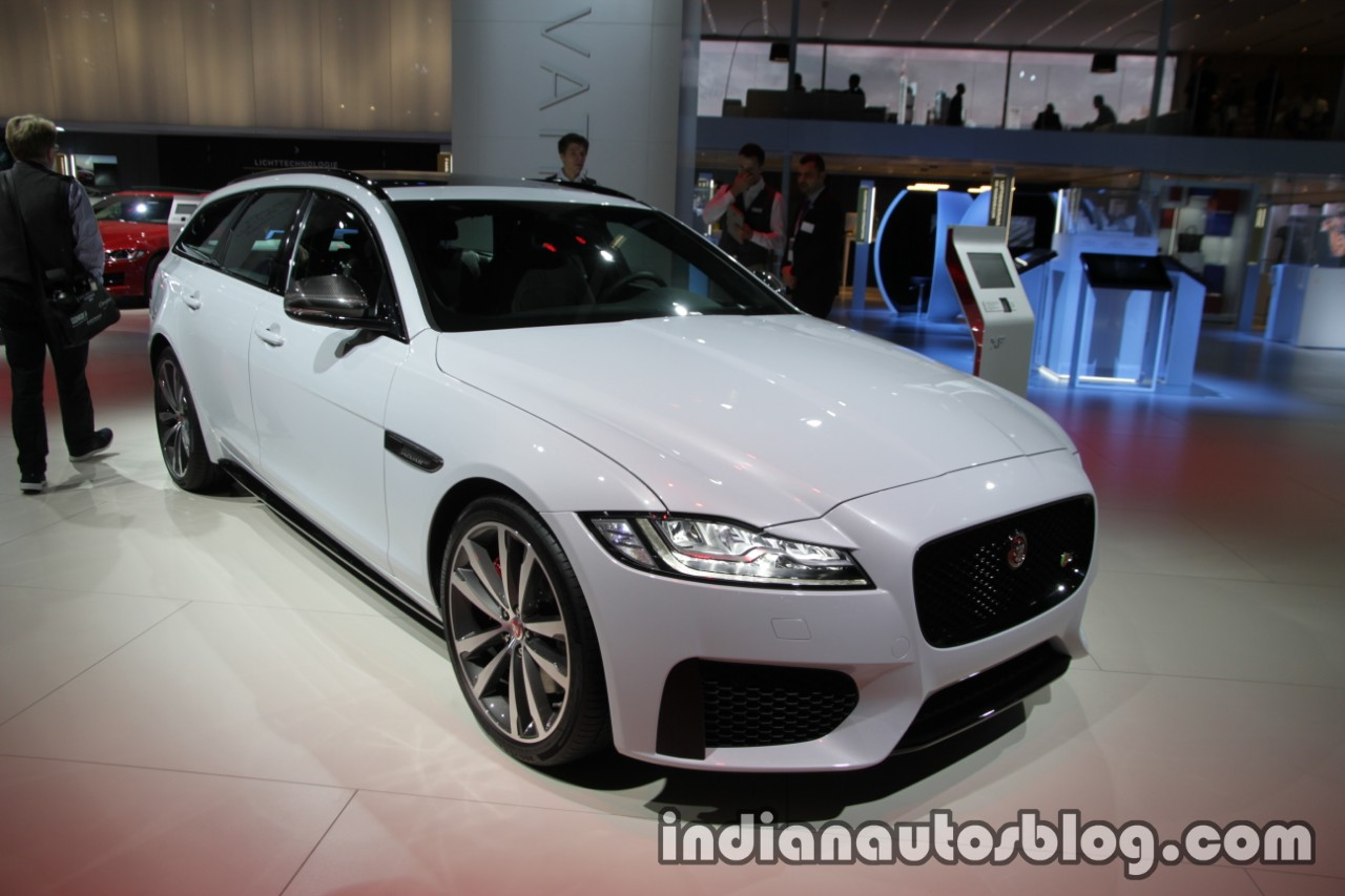 2017 Jaguar XF Sportbrake front three quarters at the IAA 2017
