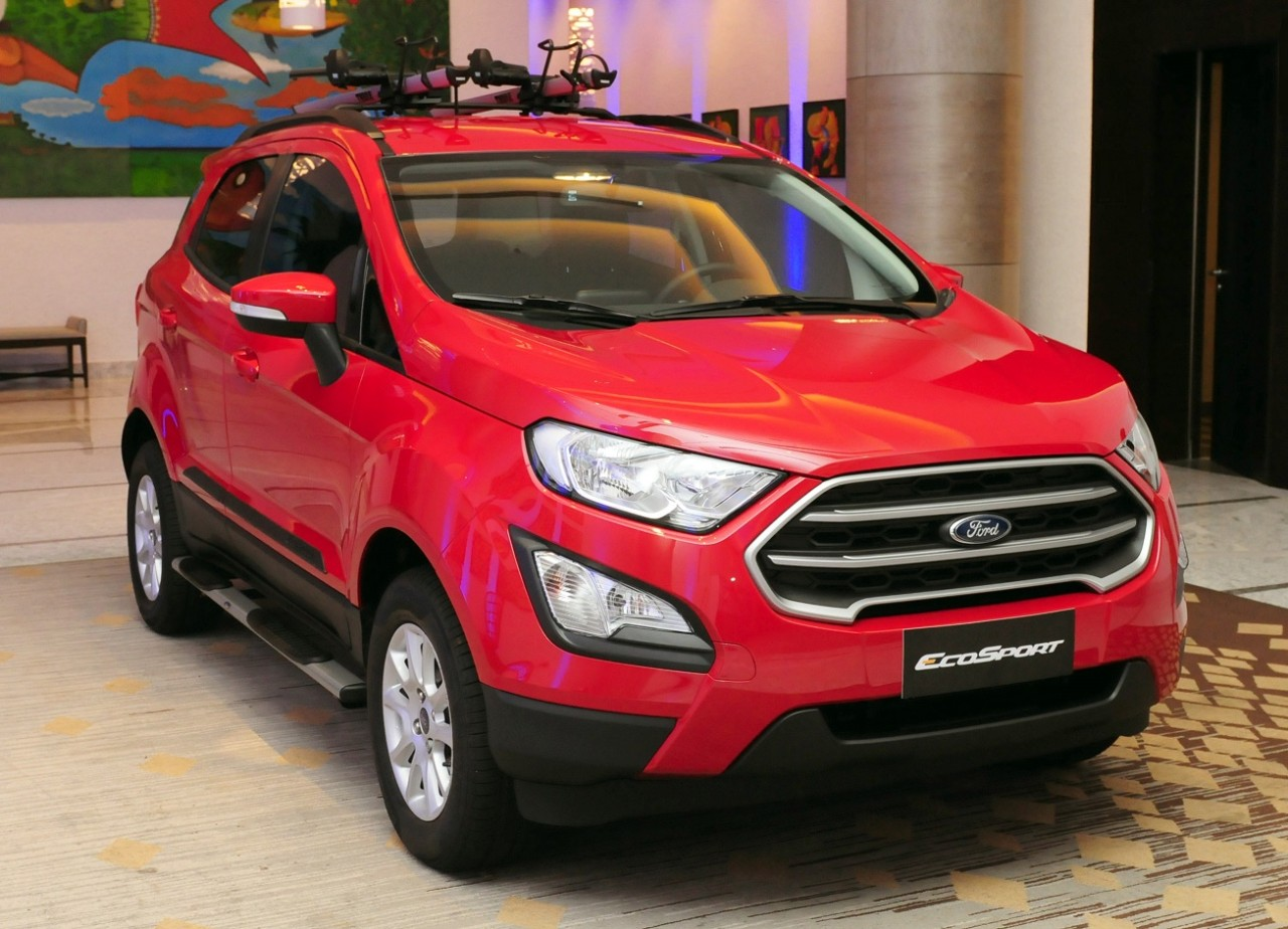 Accessorised 2018 Ford EcoSport front three quarters
