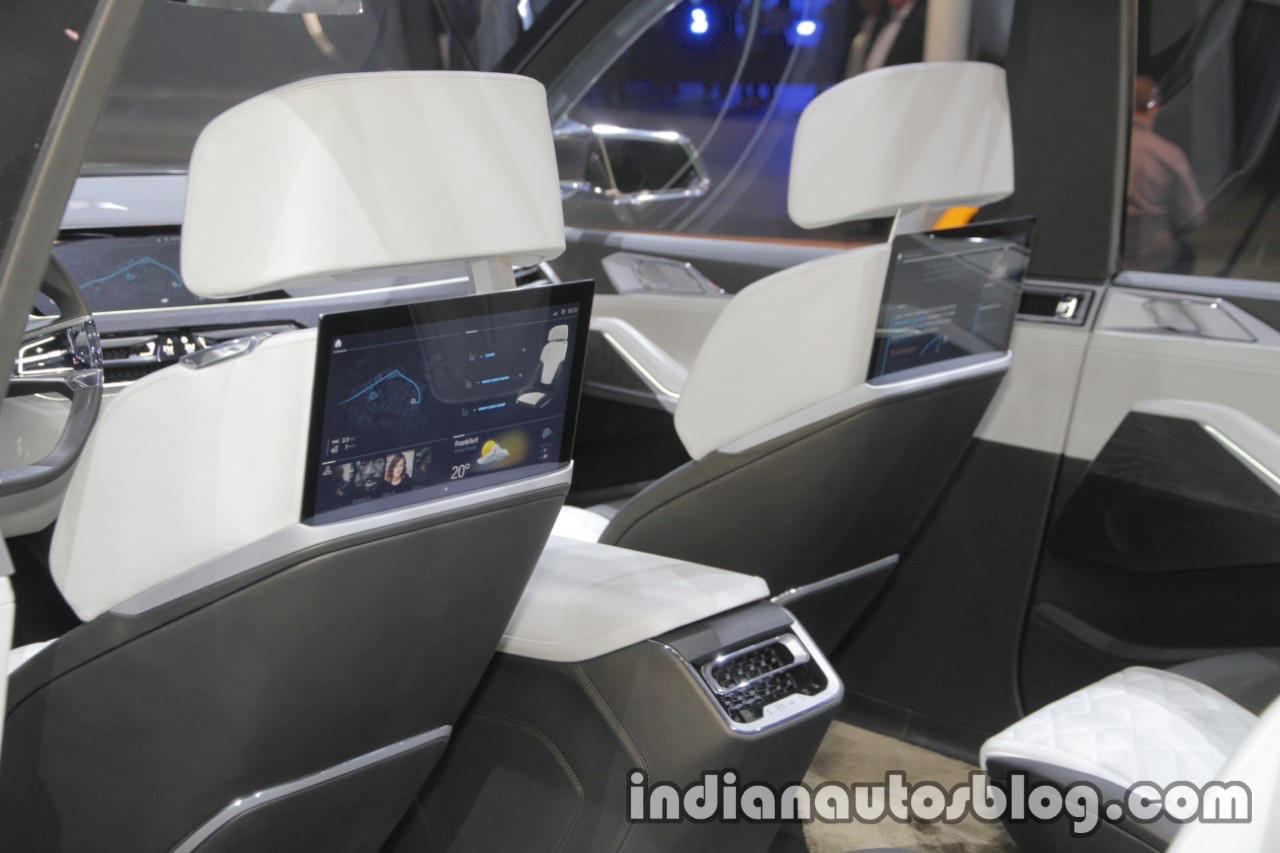 BMW X7 2018 >> BMW Concept X7 iPerformance rear seat entertainment at IAA ...
