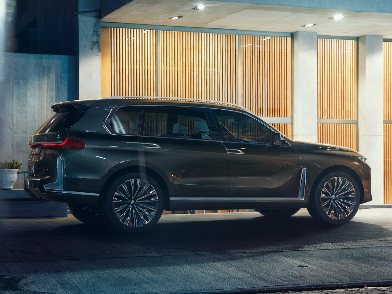 BMW Concept X7 rear three quarters leaked image