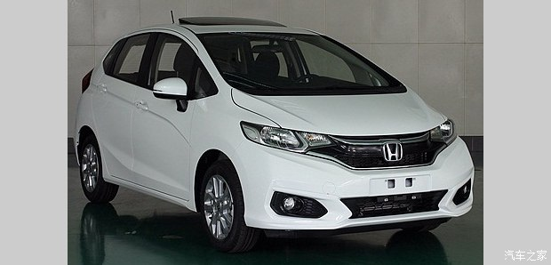 Chinese-spec 2017 Honda Fit (2017 Honda Jazz) front three quarters right side spy shot