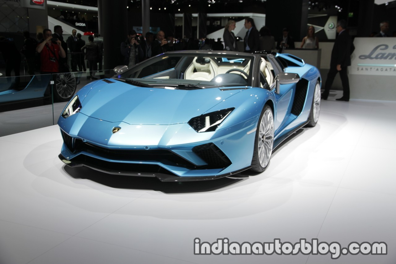 Lamborghini Aventador S Roadster front three quarters left side at the IAA 2017