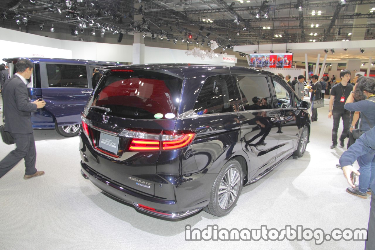 2018 Honda Odyssey (facelift) rear three quarters at the Tokyo Motor Show