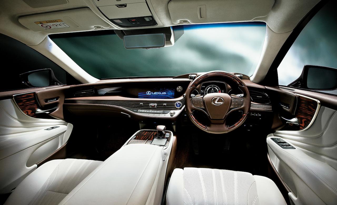 2018 Lexus LS 500h dashboard (RHD version)