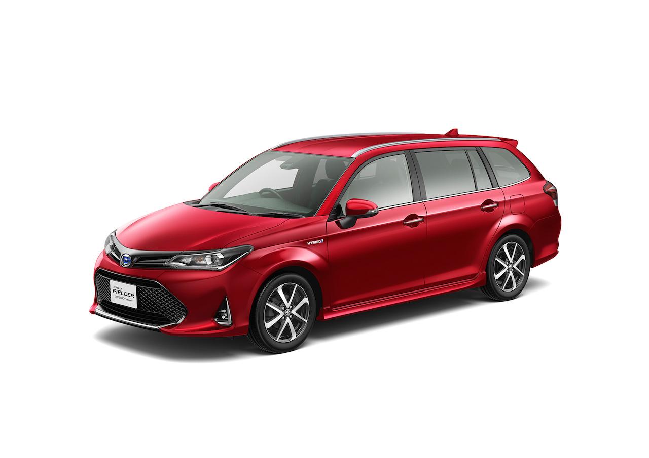 2018 Toyota Corolla Fielder WxB front three quarters