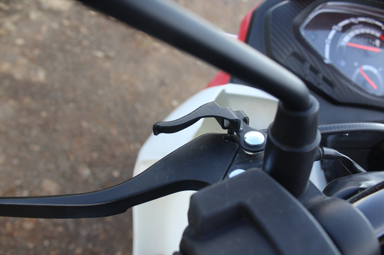 Honda Cliq Review parking brake unlocked