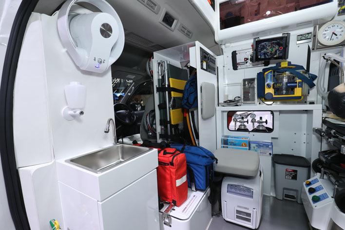 Nissan Paramedic Concept equipment at 2017 Tokyo Motor Show