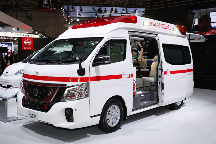 Nissan Paramedic Concept front three quarters at 2017 Tokyo Motor Show