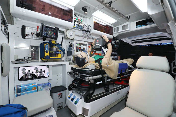 Nissan Paramedic Concept interior at 2017 Tokyo Motor Show