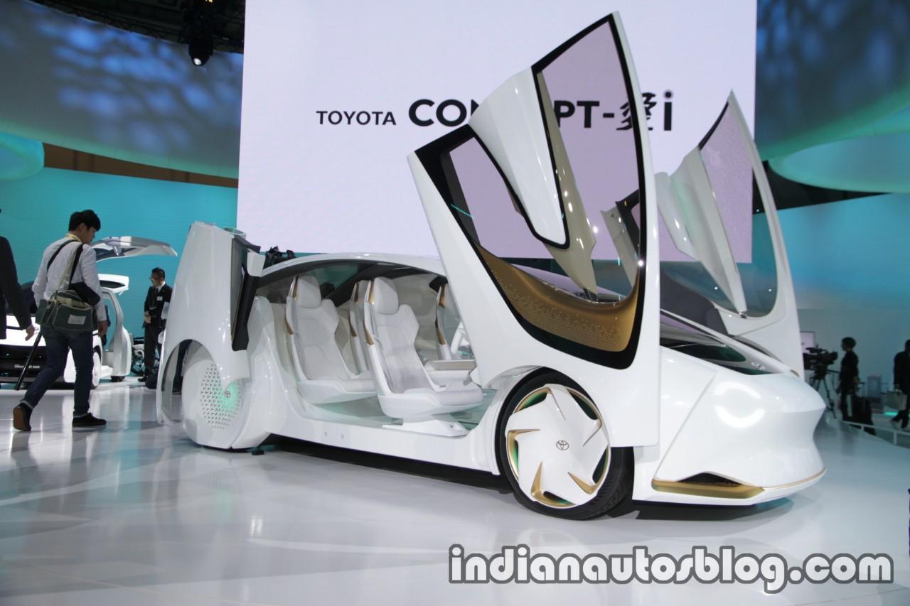 Toyota Concept-i front three quarters at 2017 Tokyo Motor Show