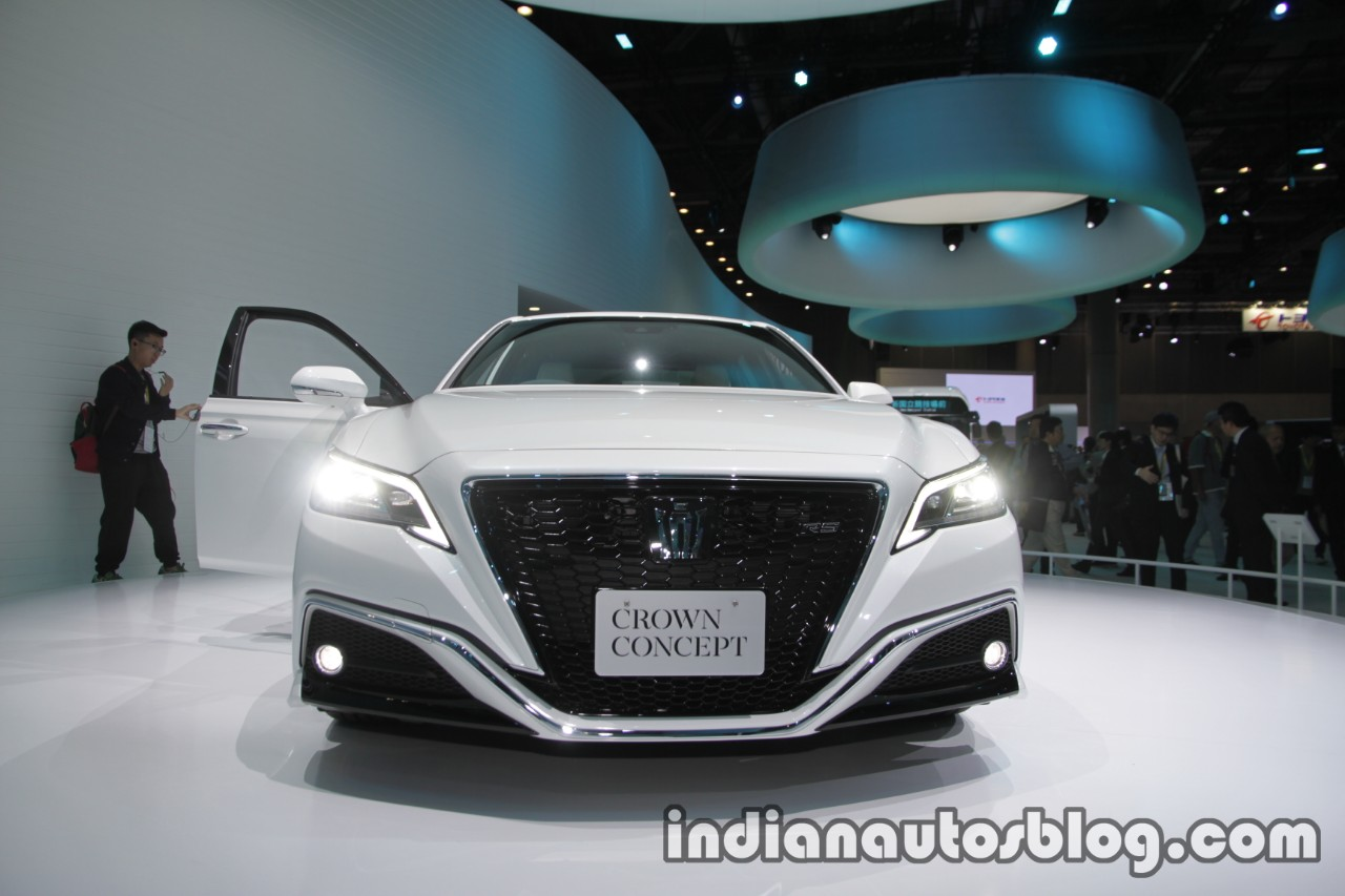Toyota Crown concept at 2017 Tokyo Motor Show front view