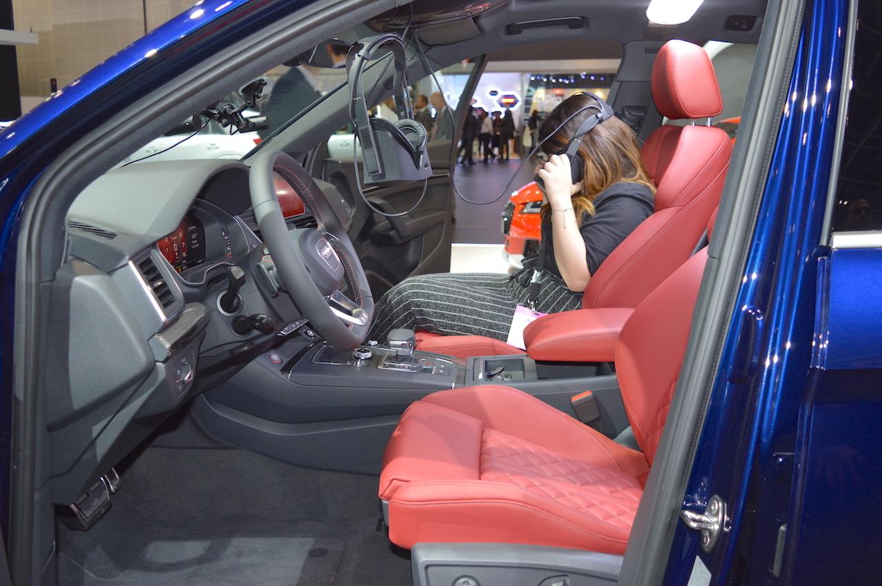2017 Audi SQ5 front seats at 2017 Dubai Motor Show