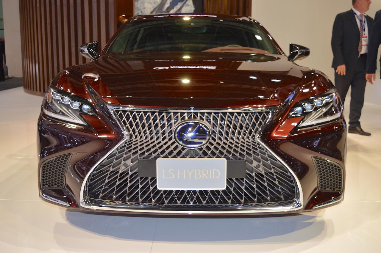 2018 Lexus LS front at 2017 Dubai Motor Show
