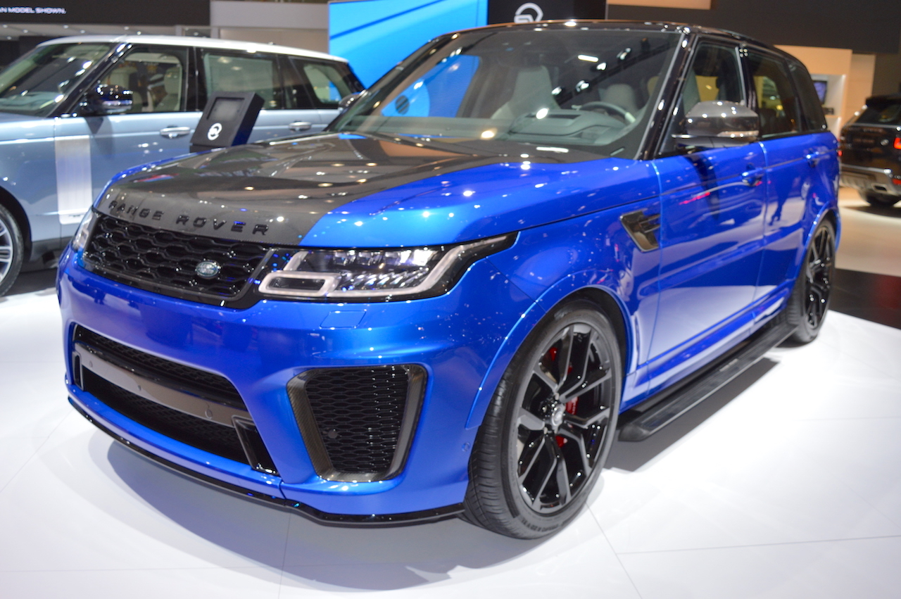 2018 range rover sport svr showcased at the 2017 dubai motor show. Black Bedroom Furniture Sets. Home Design Ideas