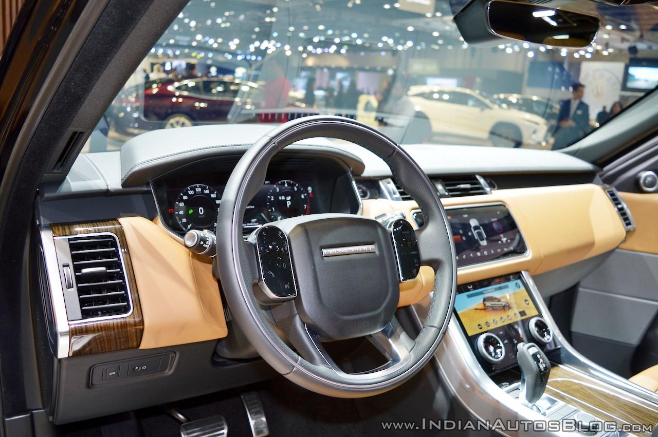 2018 Range Rover Sport at Dubai Motor Show 2017 steering wheel