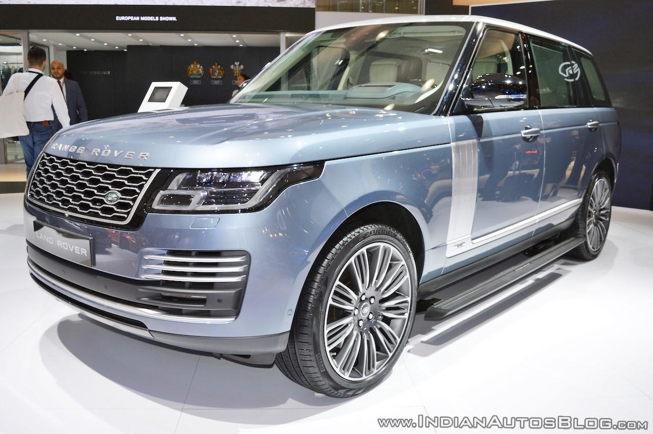 2018 Range Rover at Dubai Motor Show 2017 front three quarters
