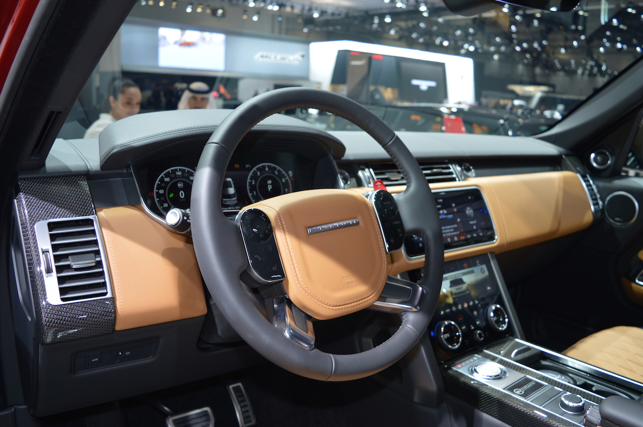 2018 Range Rover (facelift) SVAutobiography Dynamic dashboard left side view at 2017 Dubai Motor Show