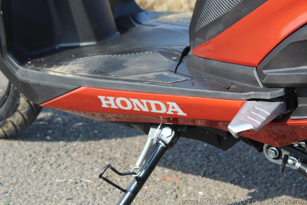 Honda Grazia first ride review floorboard logo