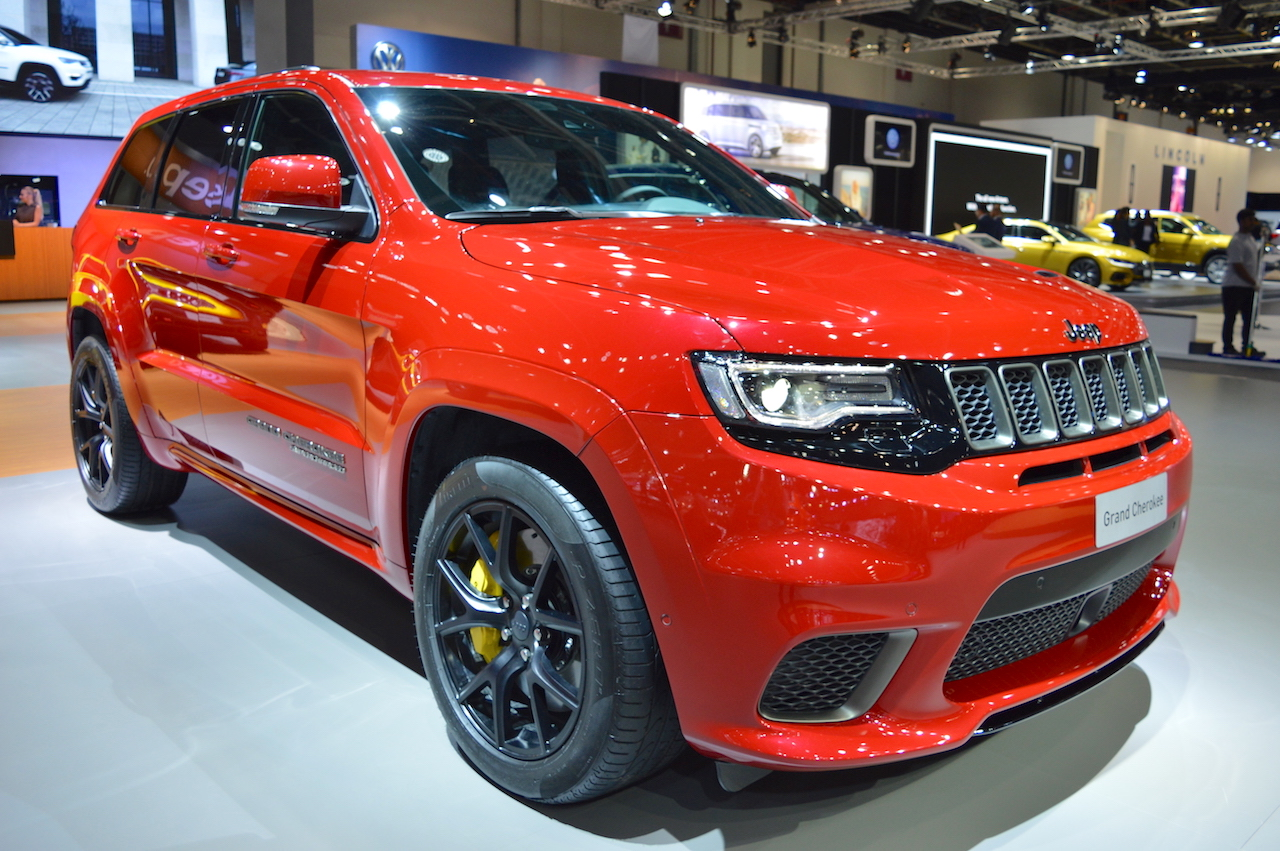 Jeep Grand Cherokee Trackhawk front three quarters at 2017 Dubai Motor Show