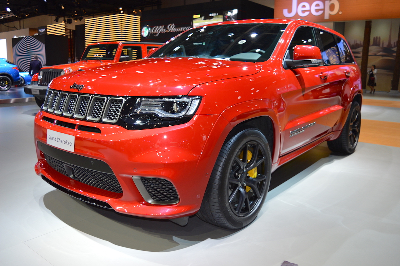 Jeep Grand Cherokee Trackhawk front three quarters left side at 2017 Dubai Motor Show