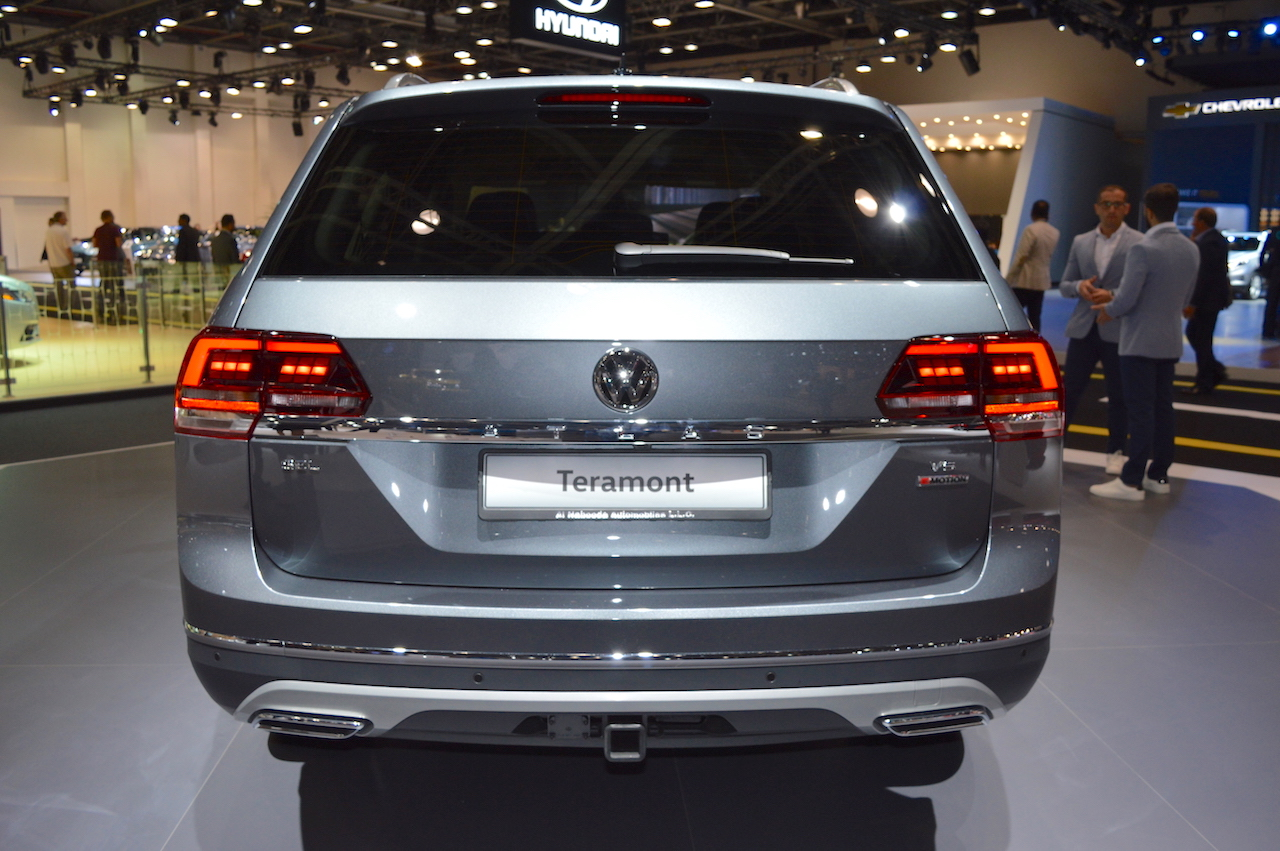 VW Teramont rear at 2017 Dubai Motor Show.JPG