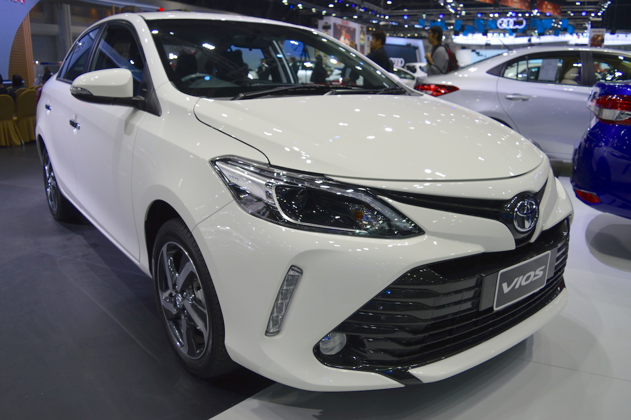 2017 Toyota Vios front three quarters at 2017 Thai Motor Expo