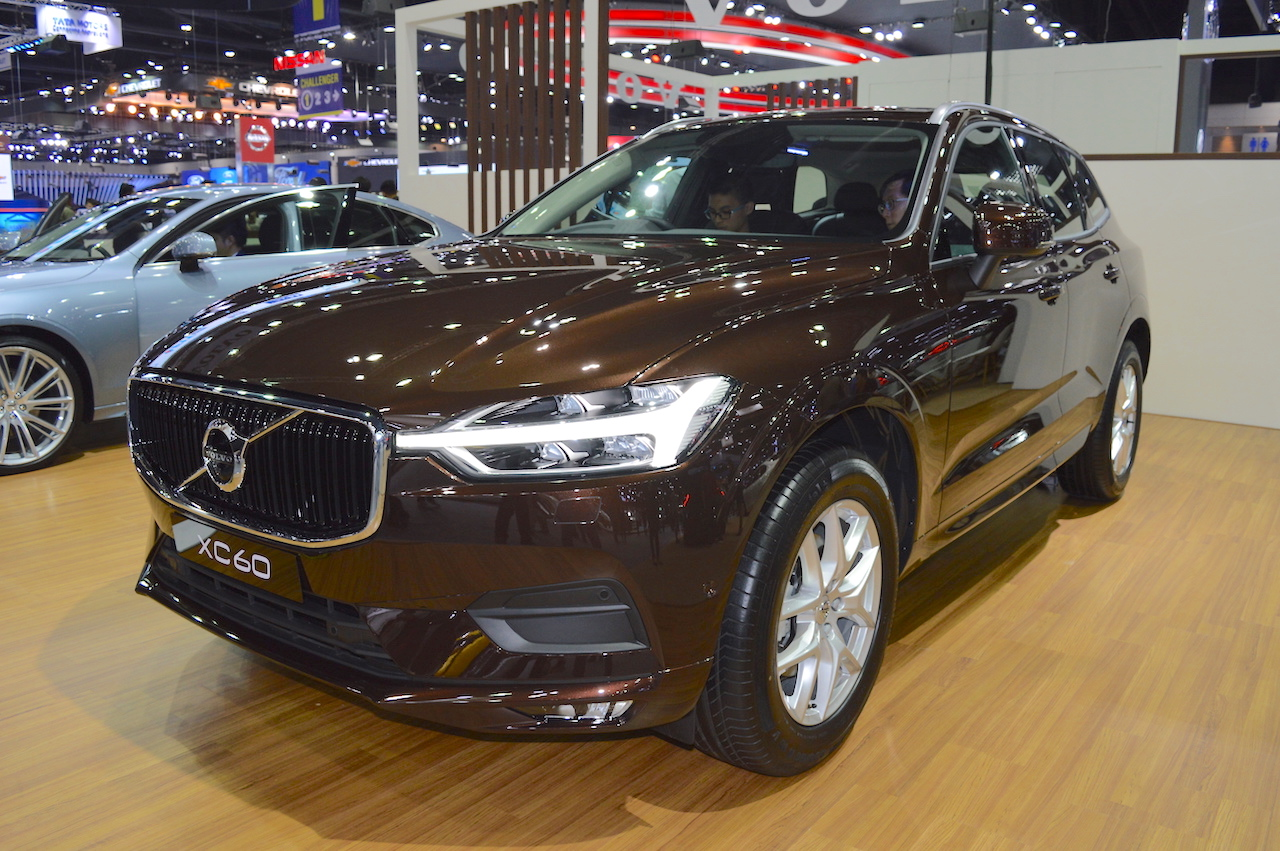 2017 Volvo XC60 front three quarters at 2017 Thai Motor Expo