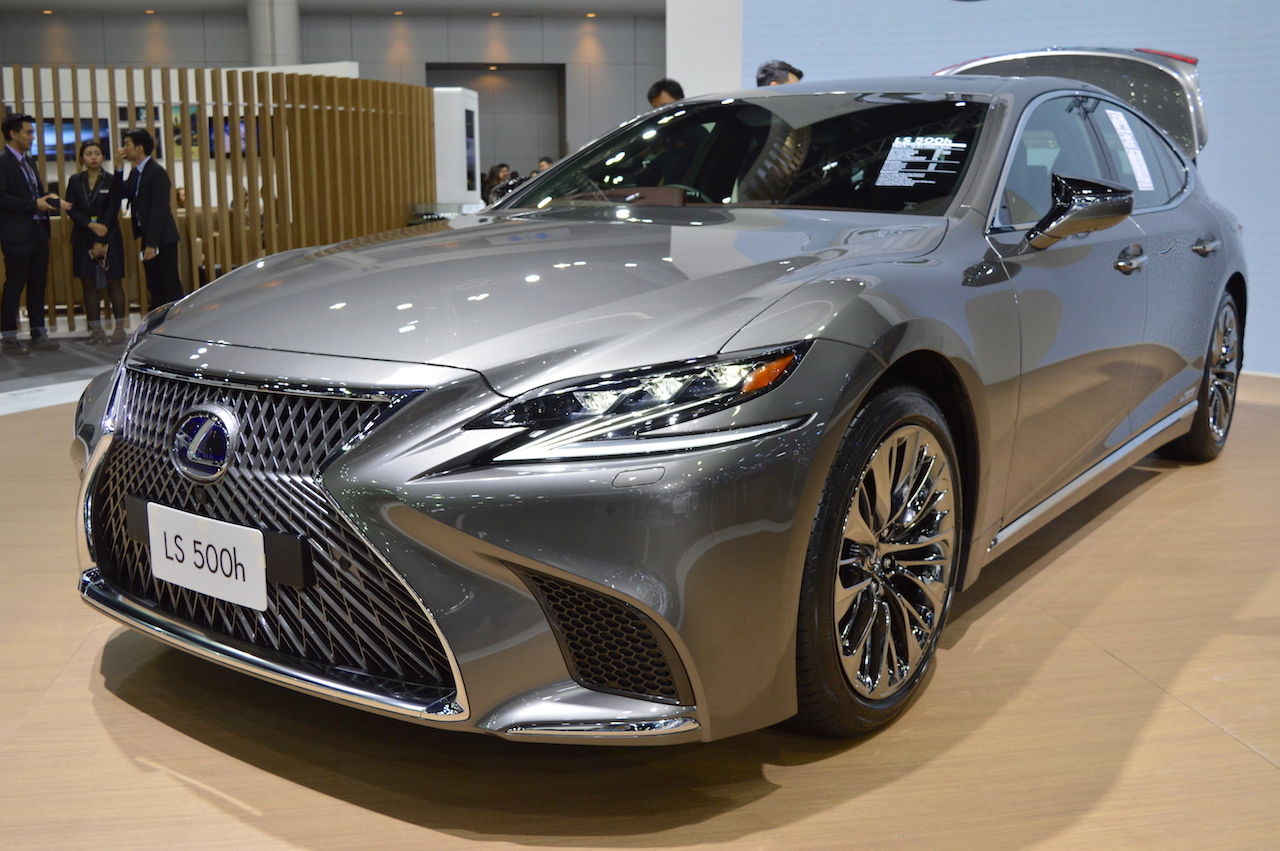 2018 Lexus LS front three quarters at 2017 Thai Motor Expo