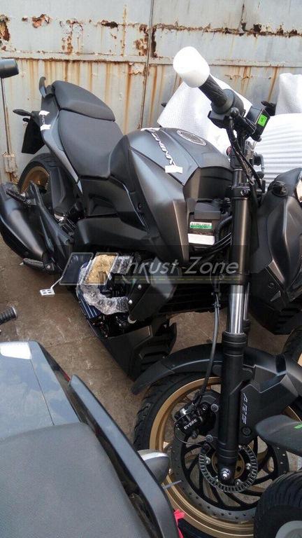 Bajaj Dominar 400 Matte Black with gold wheels spied bodywork