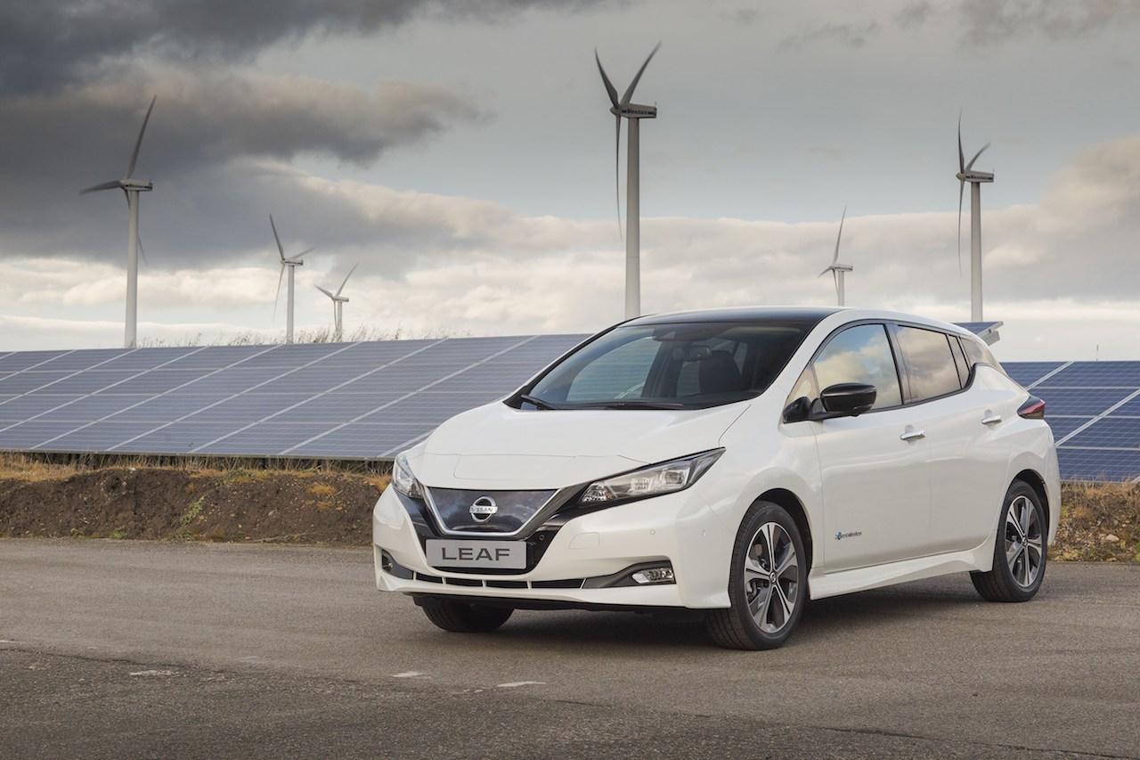Euro-spec 2018 Nissan Leaf front three quarters